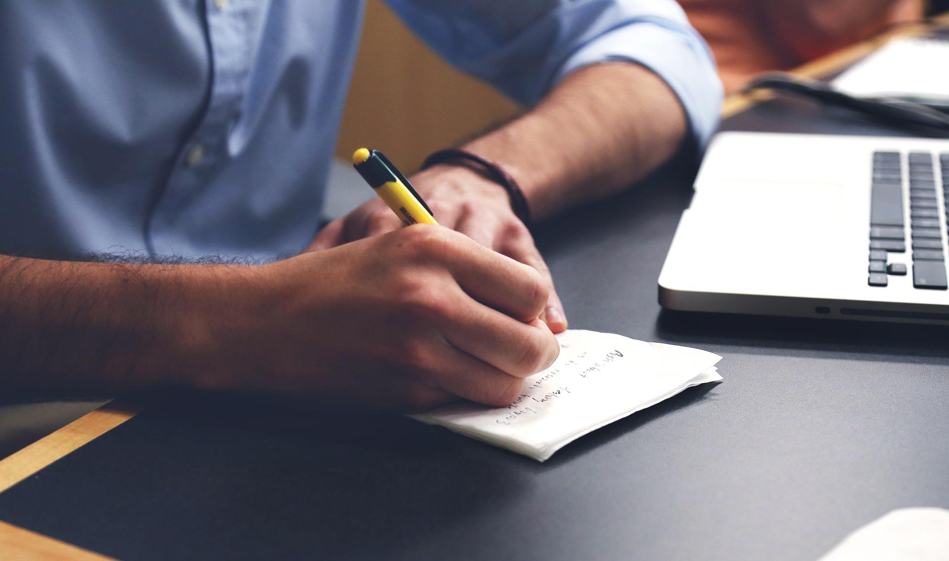 仕事のミスを防ぐにはノートに書く!ノートを書いて失敗を減らそう。